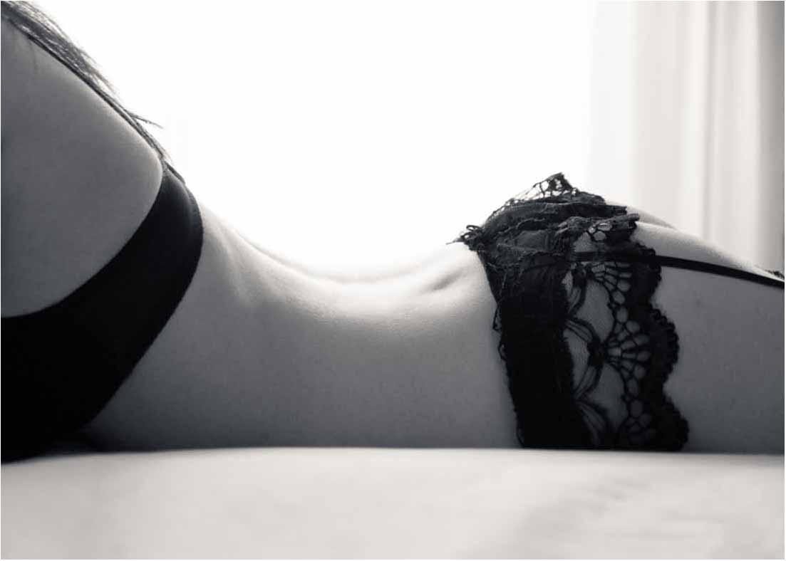 Hvis i søger en boudoir fotograf eller en erotisk fotograf, så kan vi også ... Vi hjælper dog gerne med jobbet