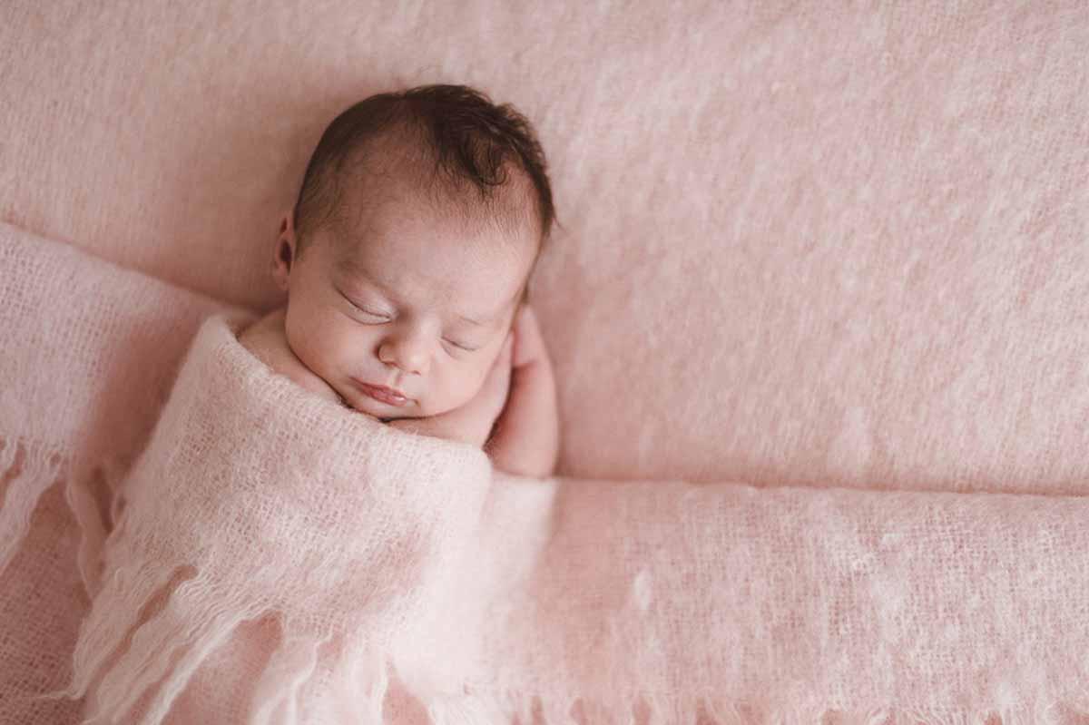 En americansk babyfotograf fra Hollywood tilbyder nu de bedste fotos af nyfødte, babyer